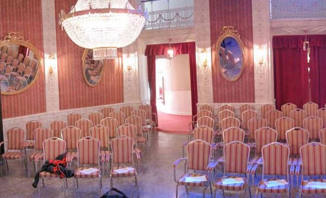 Das Max Reinhardt Foyer der Bühne Baden – ein eleganter Spielort. © Bühne Baden