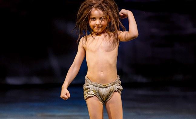 Kleiner Mann - ganz groß: Klein Mowgli ( Michael Zeman) fürchtet sich nicht vor den wilden Tieren im Dschungel