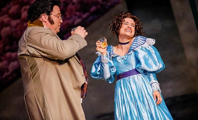 Ein Bild sagt mehr als 1000 Worte: Franz Schubert (Jörg Schneider) und Hannerl (Juliette Khalil) verstehen sich prächtig.