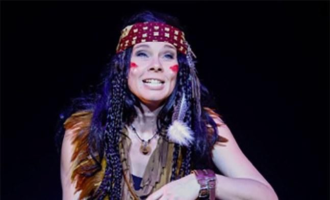 Hat ihr Herz an Peter Pan verloren: die Indianerprinzessin Tiger Lilly (Rita Sereinig).