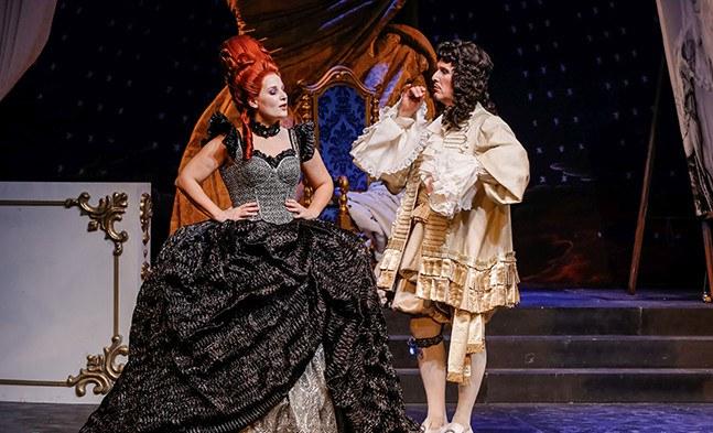Die Wirrnisse rund um Madame Pompadour (Bea Robein) und König Louis XV (Ralf Simon) erreichen ihren Höhepunkt.