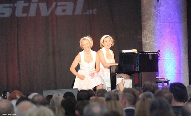 Vierhändige Klaviermusik  mit dem Duo Tastinetten. Temperamentvolle Musik auf höchstem Niveau garantiert! © Bühne Baden