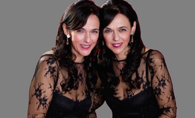 Das Karussell des Cansons mit den Zwillingen Christine und Linda Roth. © Bühne Baden
