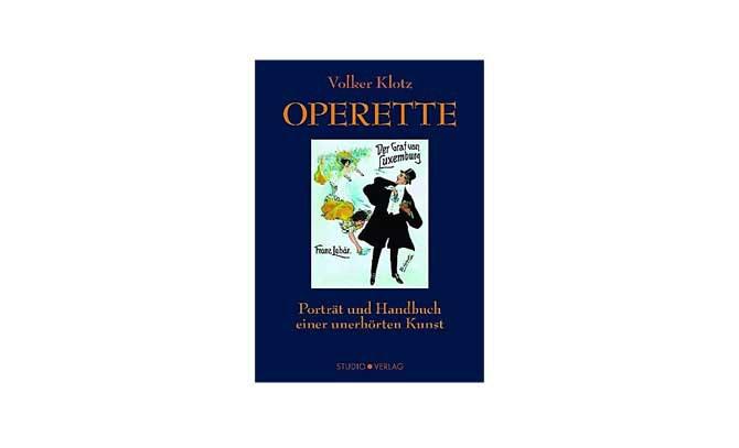 """Volker Klotz präsentiert in einem Operettencafé die Neuauflage seines Buches """"Operette"""" © Studio Verlag"""