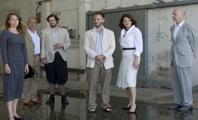 Swintha Gersthofer, Michael Scherff, Wojo van Brouwer, Dominic Oley, Ulli Maier, Christoph Moosbrugger © Landestheater Niederösterreich