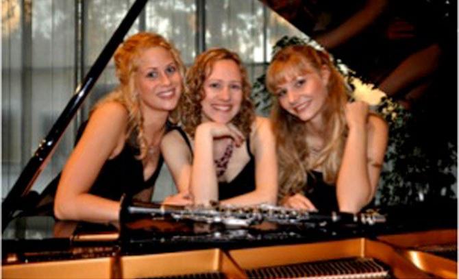 Matinee mit dem Trio Amabile: Daniela Stickler (Klarinette), Elisabeth Pratscher (Sopran) und Martina Haselgruber (Klavier)  © Bühne Baden
