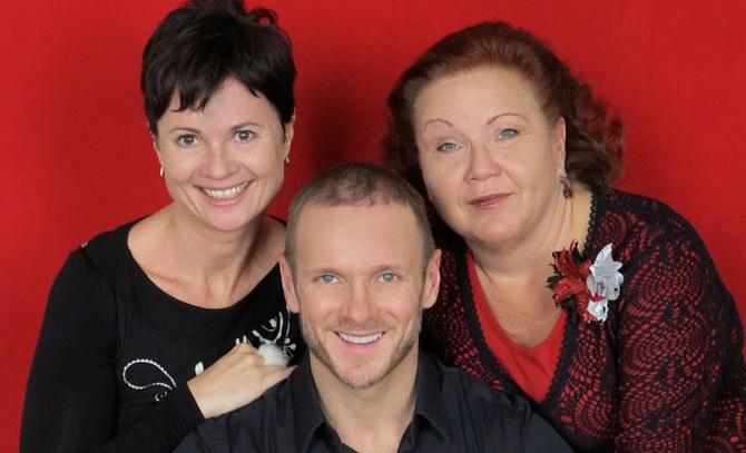 Michaela Mock, Dagmar Kutzenberger und Martin Niedermair laden zur vorweihnachtlichen Matinee. © Bühne Baden