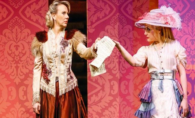 Wenn Blicke töten könnten: Die beiden Konkurrentinnen Fürstin Maria Anna Elisa (Monika Rebholz) und Bella Giretti (Barbara Pöltl)