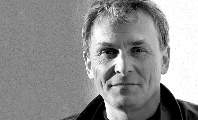 Franz Froschauer lädt zur Sonntags-Soiree und bietet Klassiker des österreichischen Kabaretts. Wir freuen uns auf Lokale Legenden im Max-Reinhardt-Foyer. © Bühne Baden
