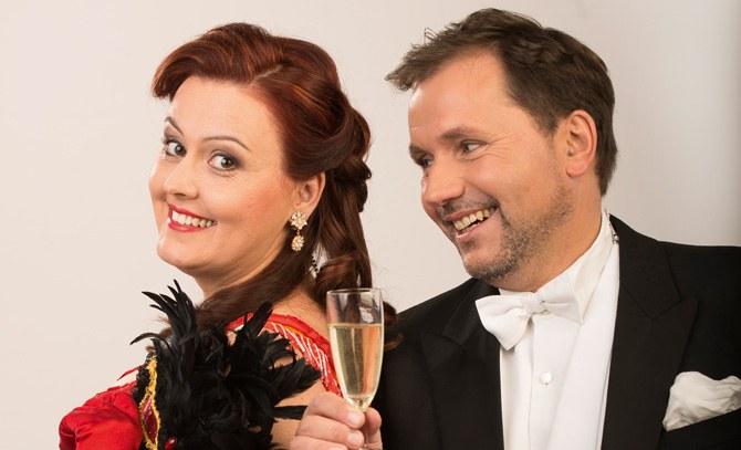 Barbara Payha und Sebastian Reinthaller in dem Operettenhighlight von Johann Strauß. © Bühne Baden