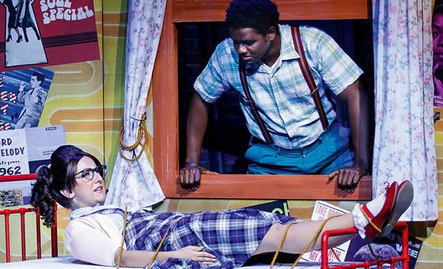 Seaweed J. Stubbs (Victor Hugo Barreto) lässt seine Penny (Marina Petkov) nicht in Stich