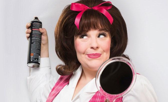 """Marja Hennicke im Broadway-Musicalhit """"Hairspray"""". © Bühne Baden"""