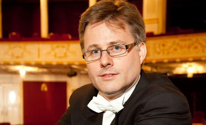 Oliver Ostermann leitet das Galakonzert des Internationalen Heinrich Strecker Gesangswettbewerbs. © Bühne Baden
