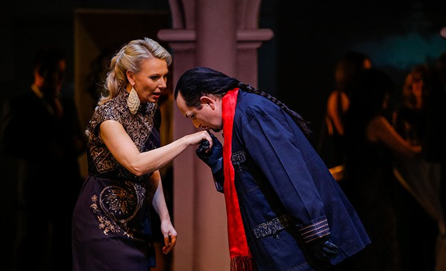 Eine große Liebe bahnt sich an (Monika Rebholz und Matjaž Stopinšek).