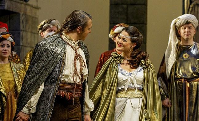 Ein glückliches und schönes Paar: Tamino (Andrzej Lampert) und Pamina (Inga Lisa Lehr)